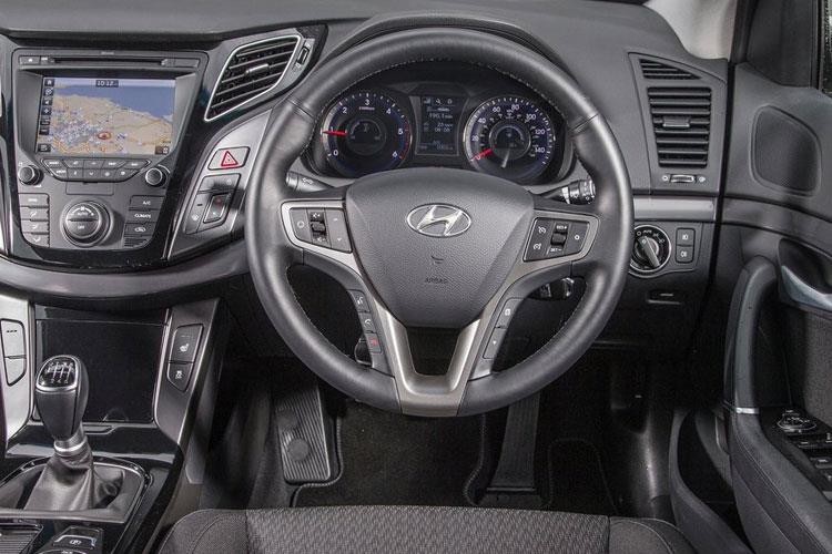 Hyundai i40 Saloon 1.6 CRDi 136PS Premium 4Dr DCT [Start Stop] inside view